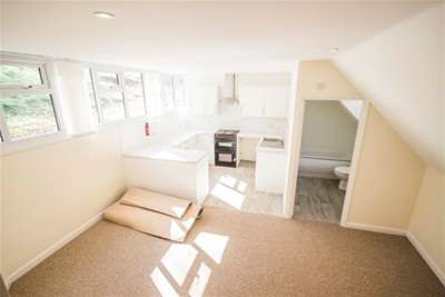 3 Bedrooms Flat for rent in Busbridge Lakes, Godalming