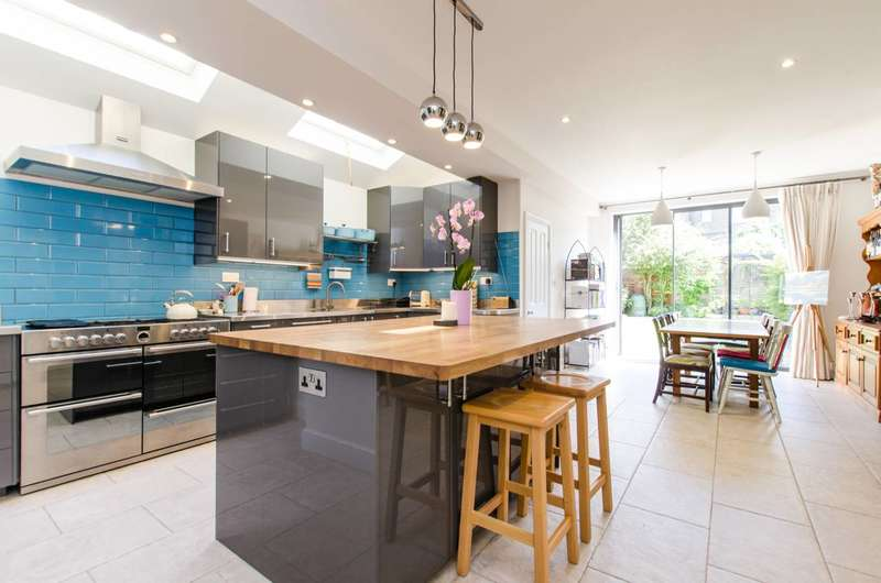 4 Bedrooms House for rent in Lucien Road, Tooting Bec, SW17