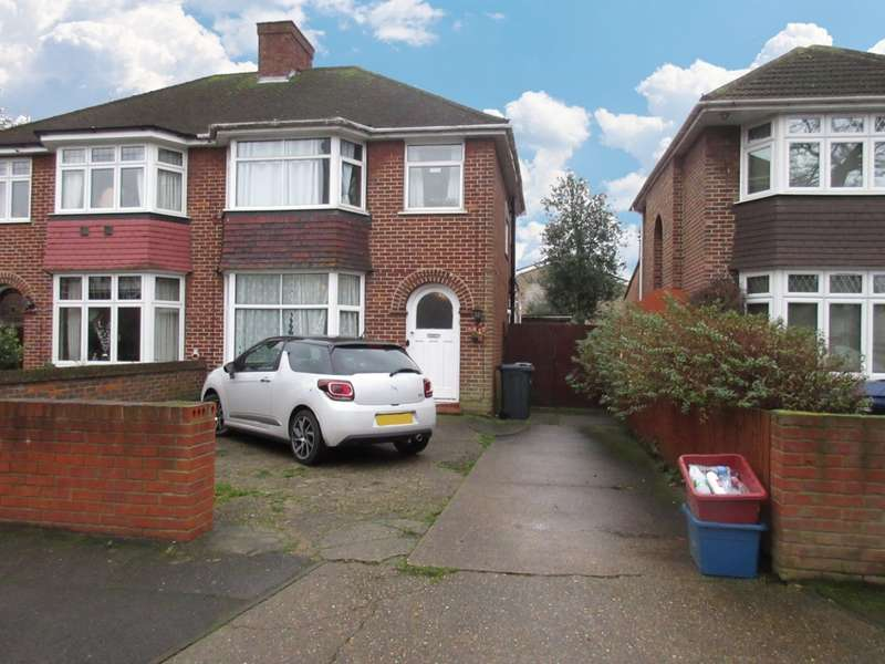 3 Bedrooms Flat for sale in Avenue Close, Hounslow, TW5
