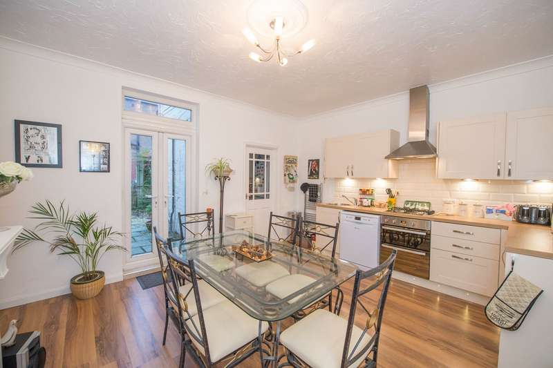 2 Bedrooms Terraced House for sale in Church Street, Westhoughton, Bolton, BL5