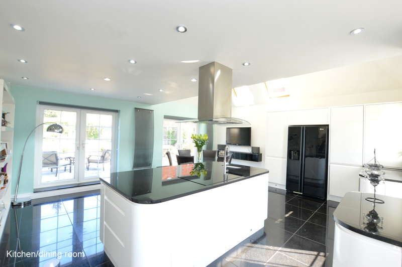 4 Bedrooms Detached House for sale in Croydon Road, Reigate