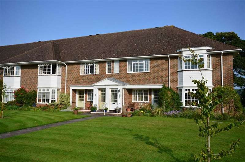2 Bedrooms Flat for sale in Trafalgar Court, Farnham