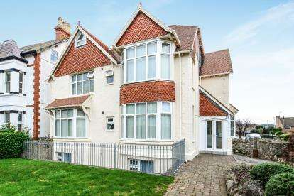 2 Bedrooms Flat for sale in Abbey Road, Llandudno, Conwy, LL30