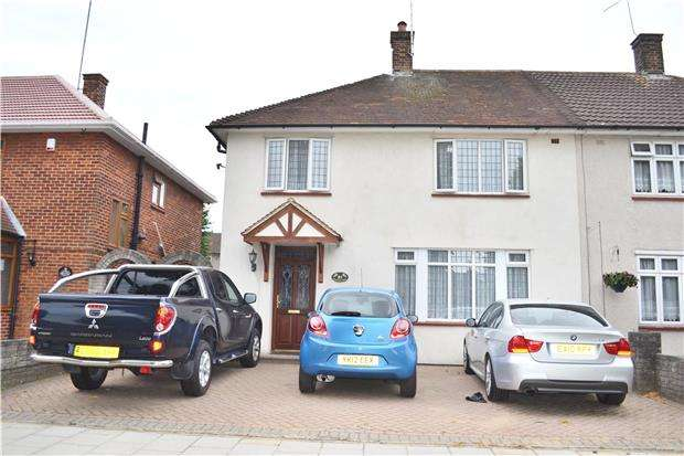 4 Bedrooms Semi Detached House for rent in Gooshays Drive, Harold Hill