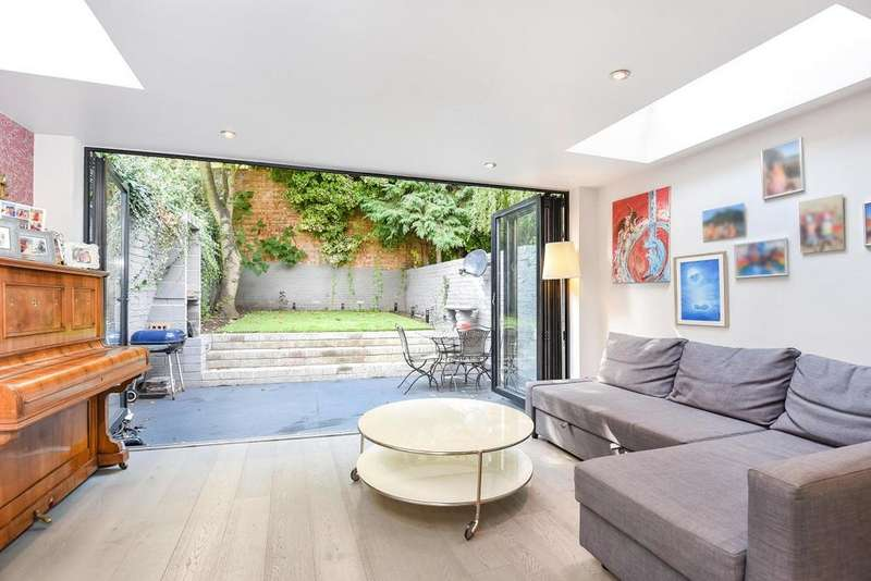 3 Bedrooms Flat for sale in Taybridge Road, Battersea