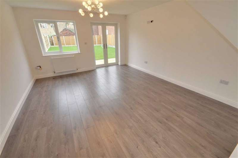 4 Bedrooms Property for sale in George Close, Off Dewsbury Road, Ossett, WF5