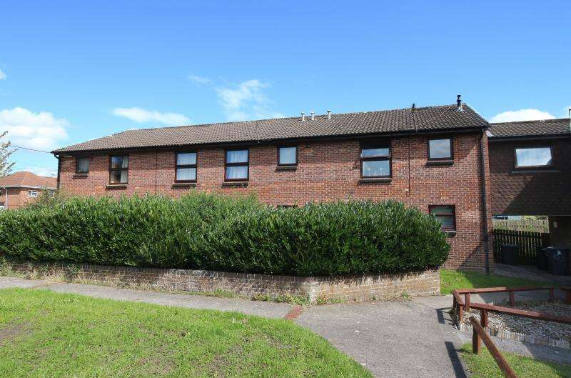 2 Bedrooms Flat for sale in Masefield Road, Warminster, BA12