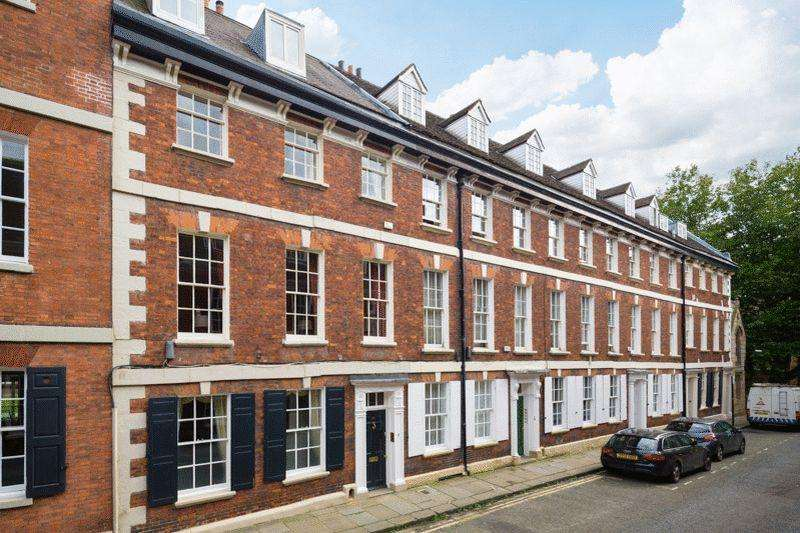 5 Bedrooms Terraced House for sale in 22 St. Saviourgate, York