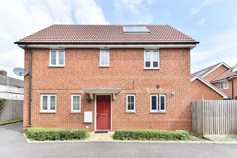 3 Bedrooms Detached House for sale in Panyers Gardens, Dagenham, RM10