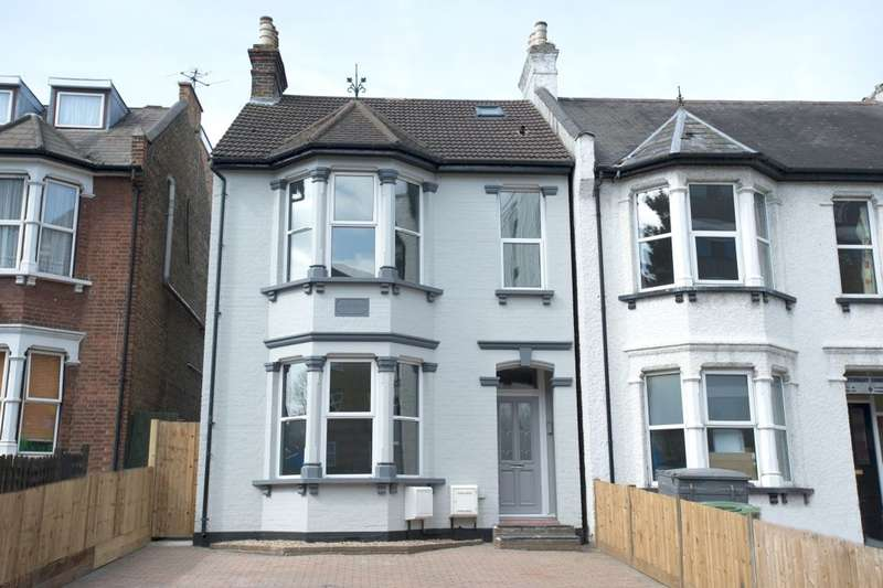 2 Bedrooms Flat for sale in Station Road, Sidcup, DA15