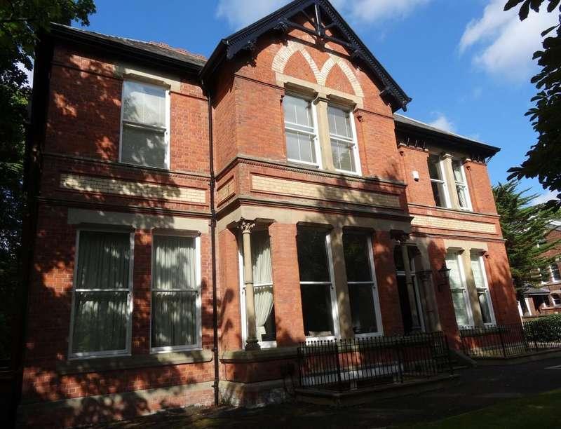 2 Bedrooms Flat for sale in Garstang Road, Fulwood, Preston, PR2