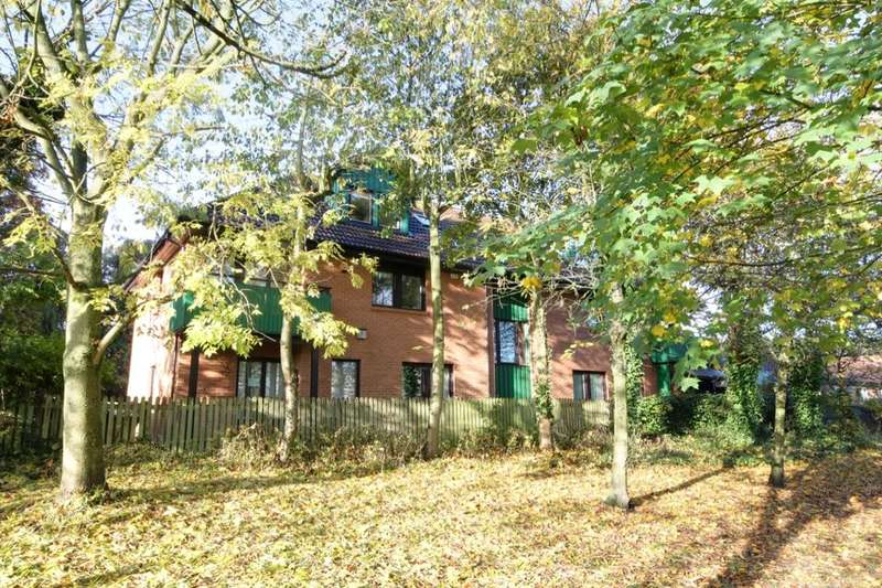 2 Bedrooms Flat for sale in Station Road, Rowlands Gill, NE39