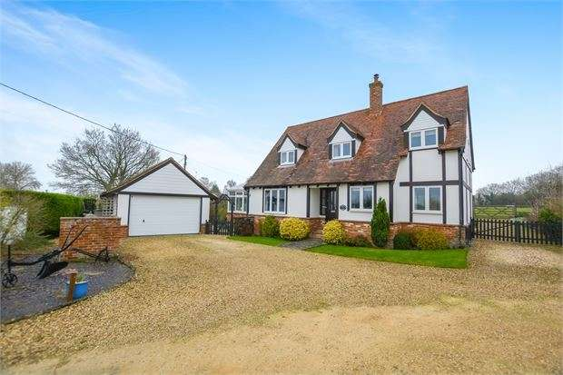 4 Bedrooms Detached House for sale in High Street, Ludgershall, Buckinghamshire. HP18 9PD