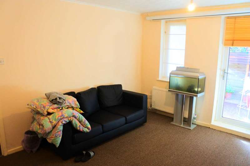 1 Bedroom Flat for sale in Oakes Close, London