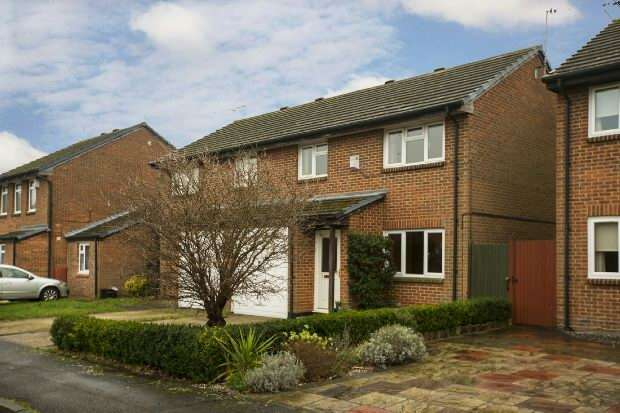 3 Bedrooms Semi Detached House for sale in Binbrook Close, Lower Earley, Reading,
