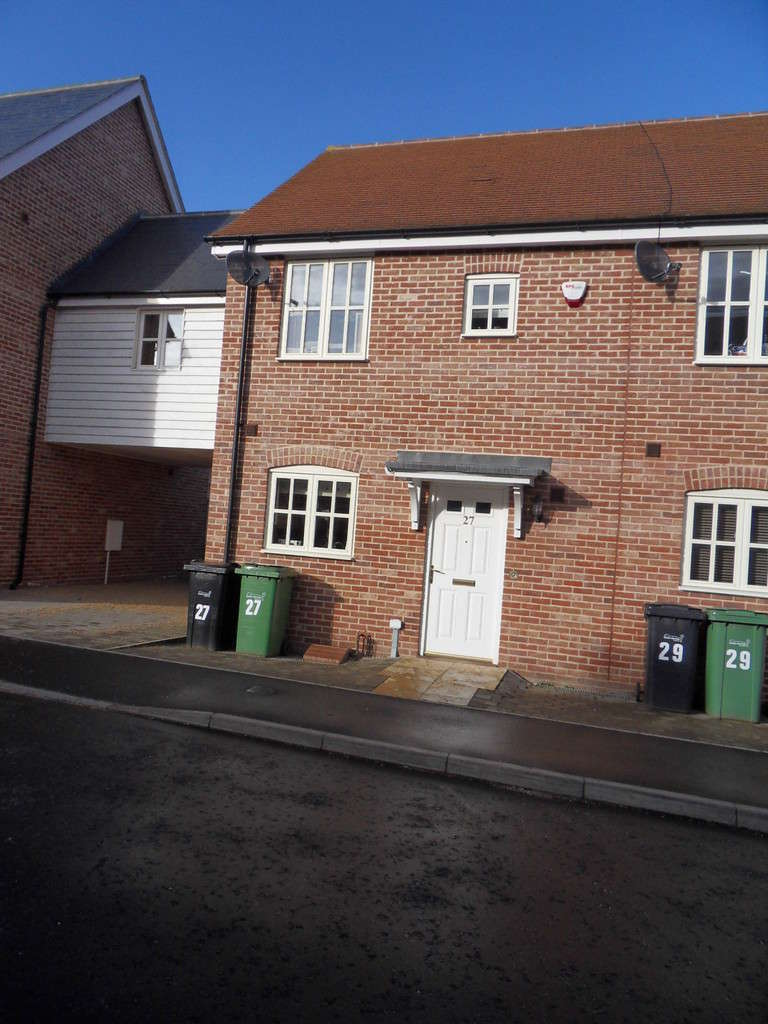 2 Bedrooms Terraced House for rent in HARLESTON