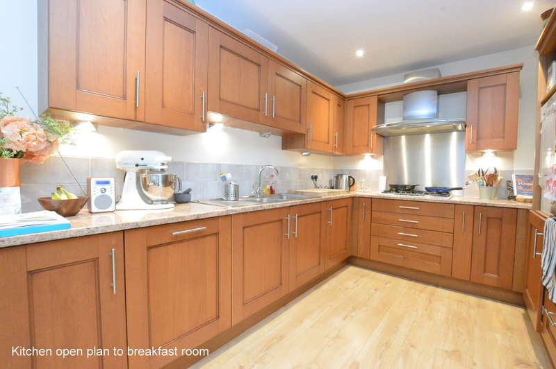 5 Bedrooms Detached House for rent in Ridgegate Close