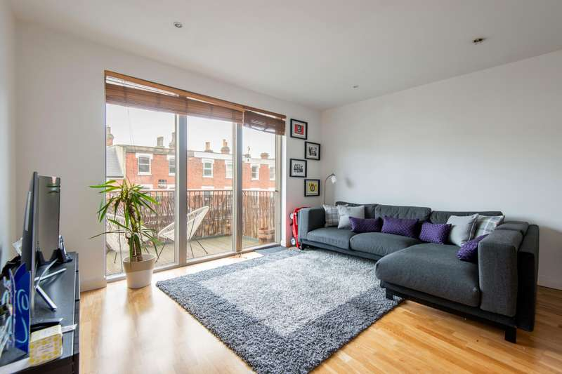 2 Bedrooms Flat for sale in Fortune Green Road, West Hampstead