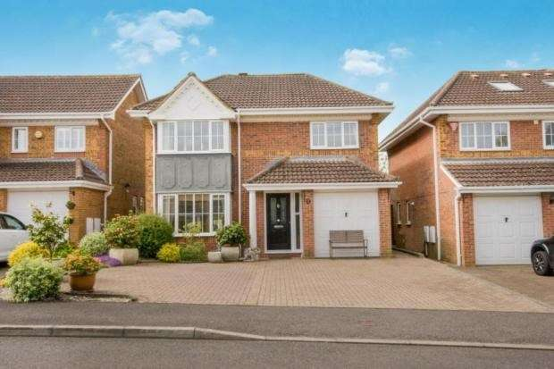4 Bedrooms Detached House for sale in The Crofts, Hatch Warren, Basingstoke, RG22