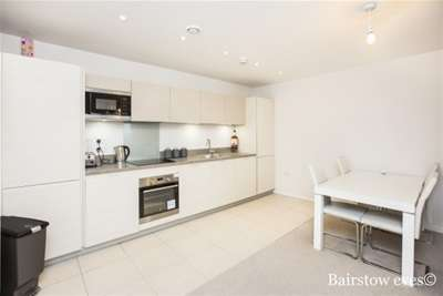 2 Bedrooms Flat for rent in Prowse Court