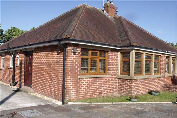 2 Bedrooms Semi Detached Bungalow for rent in Breck Close, Poulton Le Fylde