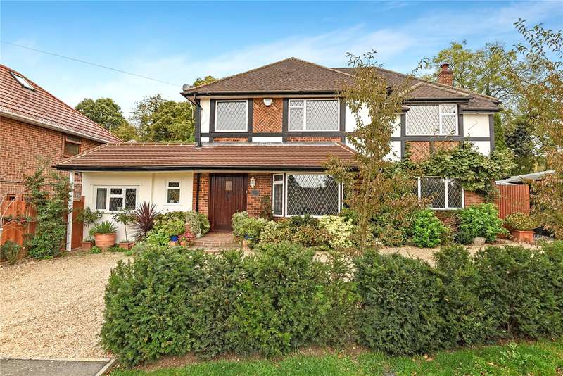 4 Bedrooms Detached House for sale in Middle Crescent, Denham, Buckinghamshire, UB9