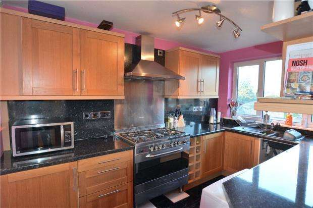 2 Bedrooms Maisonette Flat for sale in Bronsdon Way, Denham, Buckinghamshire