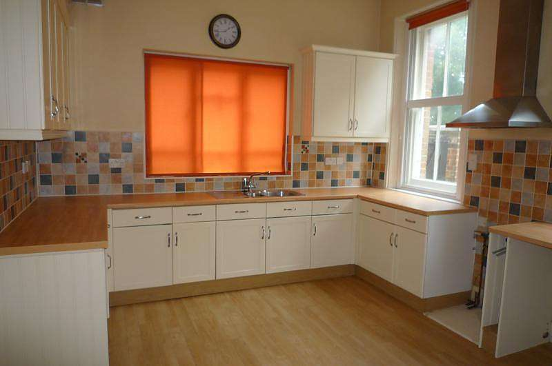 4 Bedrooms Semi Detached House for rent in Medina Road, Portsmouth