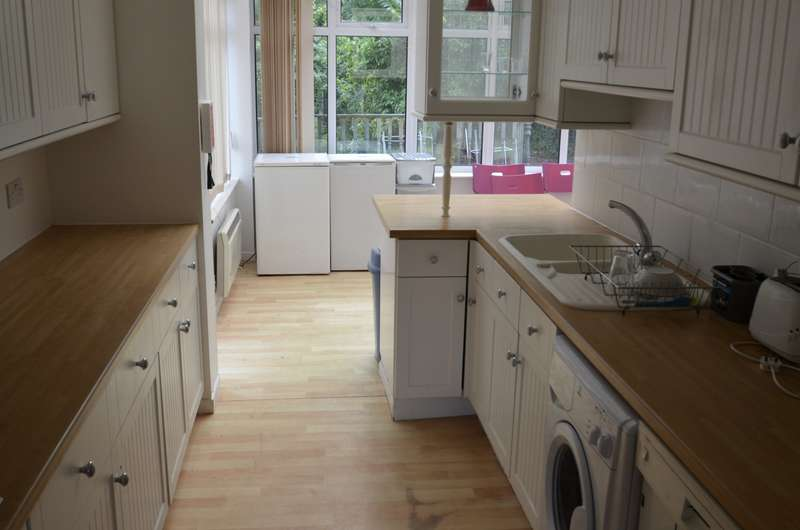 5 Bedrooms Semi Detached House for rent in The Chase, Guildford