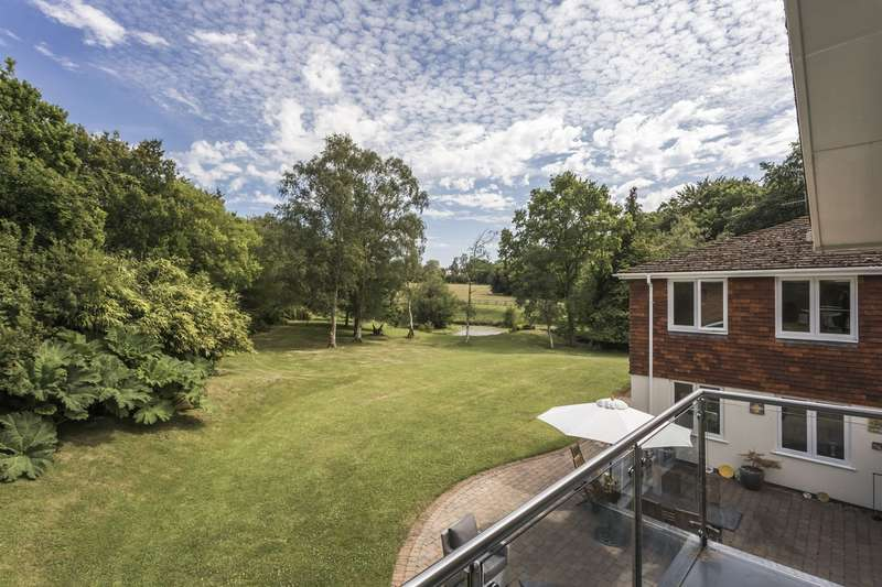 6 Bedrooms Detached House for sale in Ringwood
