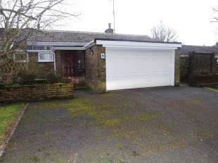 3 Bedrooms Bungalow for sale in Old Millmead, Horsham, West Sussex