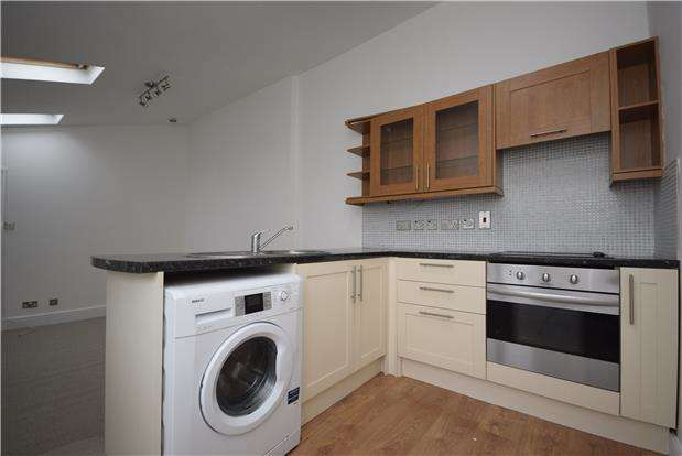 2 Bedrooms Flat for rent in Repton Road, Brislington, BRISTOL, BS4