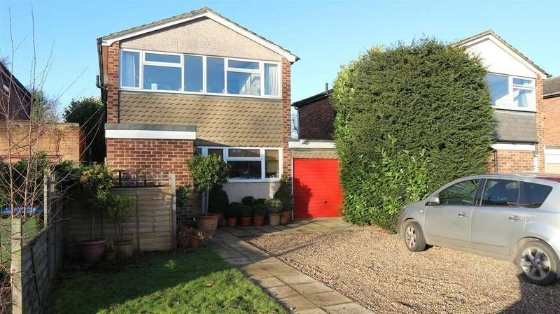 3 Bedrooms Detached House for sale in Glebelands, Claygate, Esher