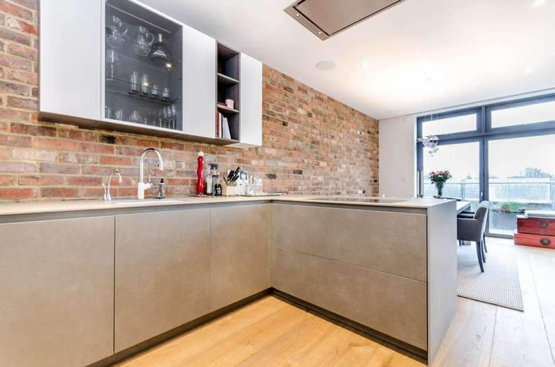 2 Bedrooms Flat for rent in Market Place, Brentford, TW8