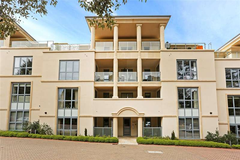 2 Bedrooms Flat for sale in Regency House, Humphris Place, Cheltenham, Gloucestershire, GL53