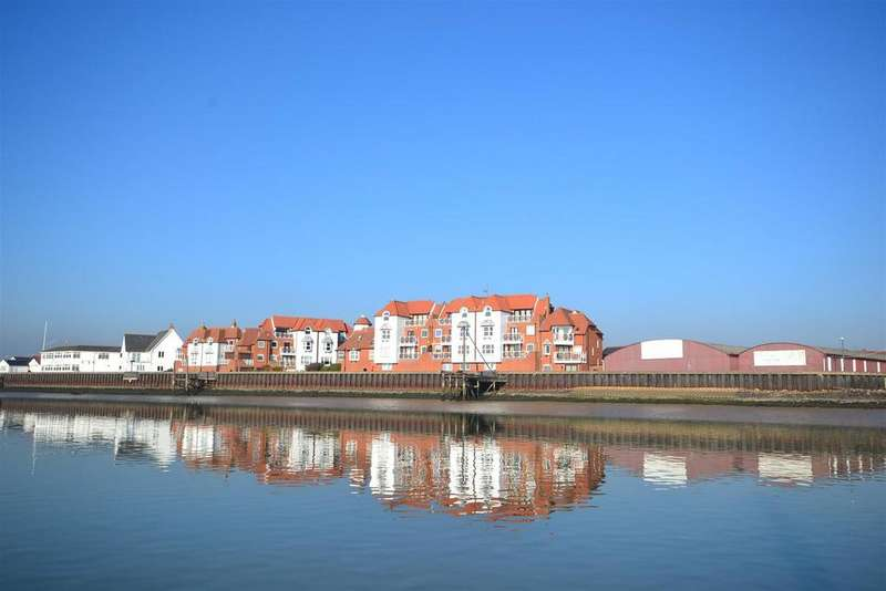 4 Bedrooms Mews House for sale in Kings Road, Burnham-On-Crouch