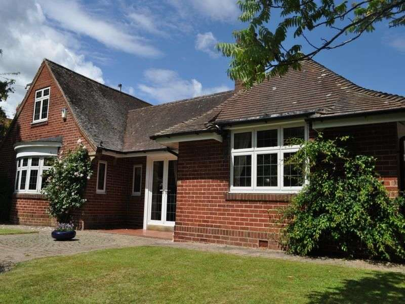 4 Bedrooms Detached Bungalow for sale in The Cottage Stokesley Road, Guisborough, TS14