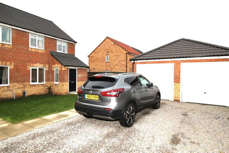 3 Bedrooms Semi Detached House for sale in Davy Close, Hebburn, NE31