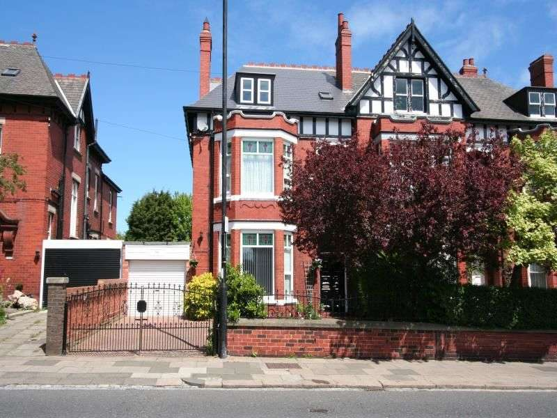8 Bedrooms Semi Detached House for sale in Park Road, Hartlepool, TS26