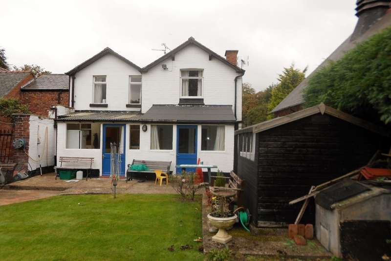 3 Bedrooms Semi Detached House for sale in Station Road, Rossett, Wrexham, LL12