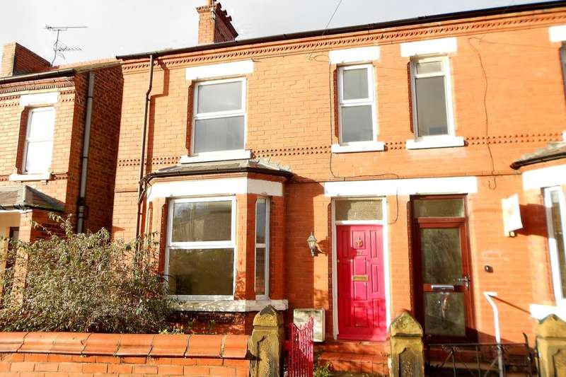 3 Bedrooms Semi Detached House for sale in Jubilee Road, Wrexham, LL13