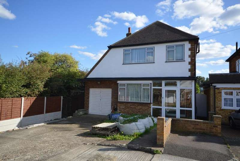 3 Bedrooms Detached House for sale in Beaufort Close, Romford, RM7