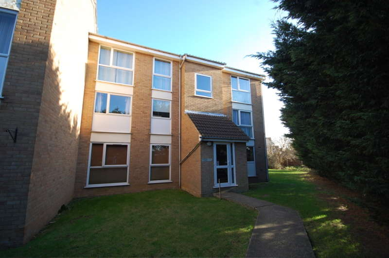 1 Bedroom Flat for sale in Lupin Drive, Springfield, Chelmsford, CM1