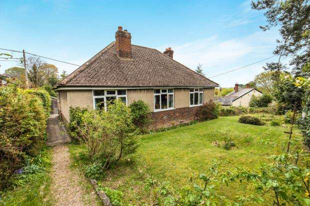 3 Bedrooms Bungalow for sale in Farnham, Surrey, United Kingdom