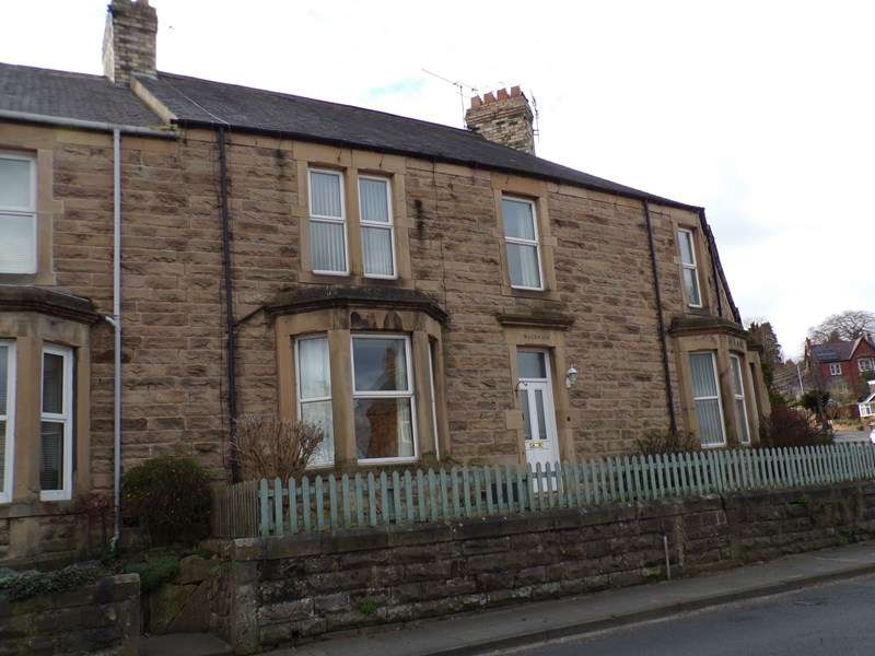 4 Bedrooms Property for sale in Leazes Crescent, Hexham, Hexham, Northumberland, NE46 3JZ