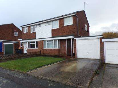 3 Bedrooms Semi Detached House for sale in Bevery Close, Oakley, Bedford, Bedfordshire