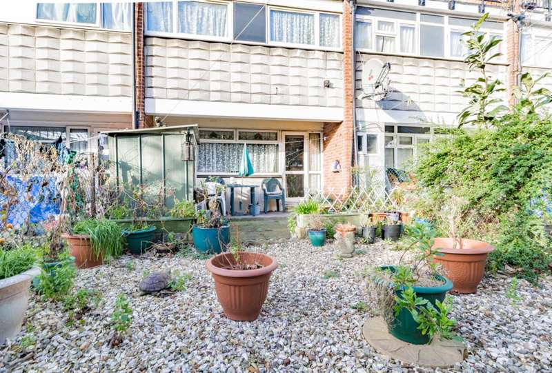 3 Bedrooms Flat for sale in Shelley court,Skeltons Lane, Leyton
