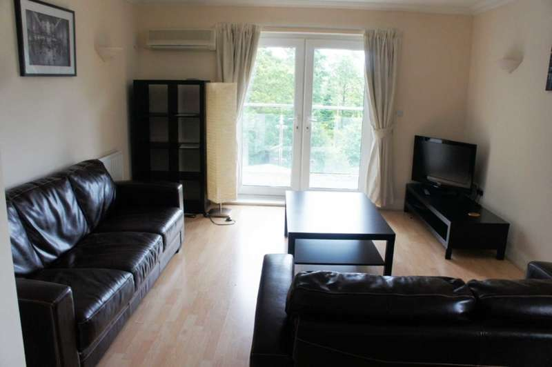 2 Bedrooms Apartment Flat for rent in The Pines, Turners Hill Rd, Worth