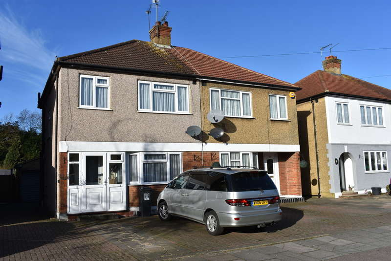 3 Bedrooms Semi Detached House for sale in Tudor Walk, Watford
