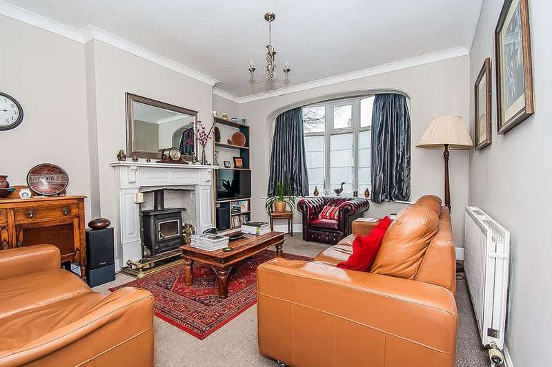 3 Bedrooms Semi Detached House for sale in Grimsby Road, Cleethorpes, DN35